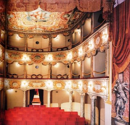 Teatrul-Flora-Italia.jpg