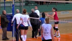 Faza 3 - Vasile Ouatu il apuca de mana pe arbitru