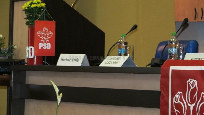 În sală, înainte de ședință, Liviu Harbuz era așteptat la prezidiu