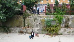 Victima-în-așteptarea-salvatorilor-sub-supravegherea-poliției-locale