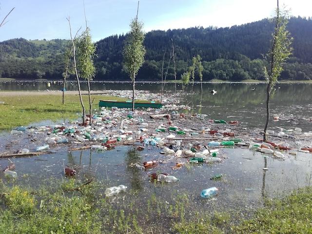 lac asezonat cu gunoaie