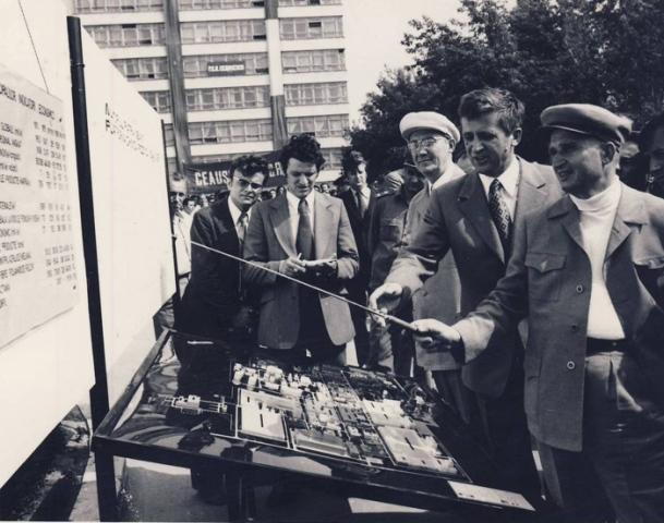 1975, 19 iulie. Vizita de lucru la Combinatul de fire si fibre sintetice Savinesti - Neamt