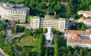 Spitalul Județean Neamț, cu biserica în epicentru