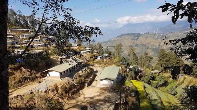 ticu-lacatusu-scoala-nepal-04.jpg