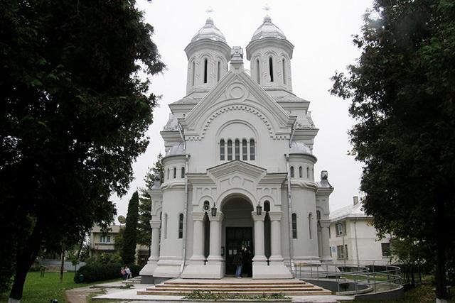 roman-biserica.jpg