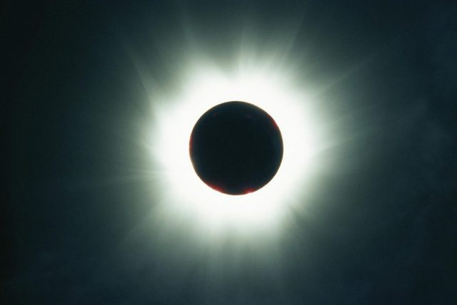eclipsa-de-soare.jpg