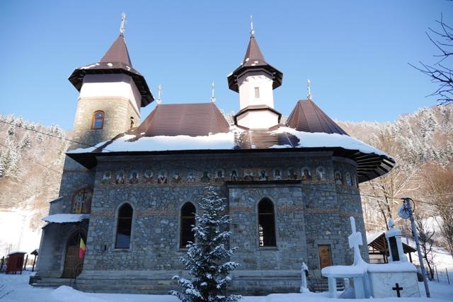 biserica-izvoru-muntelui-1.jpg