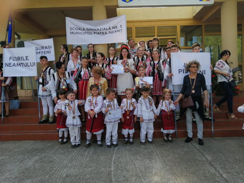 scoala 5 piatra neamt folclor 2019 (1)