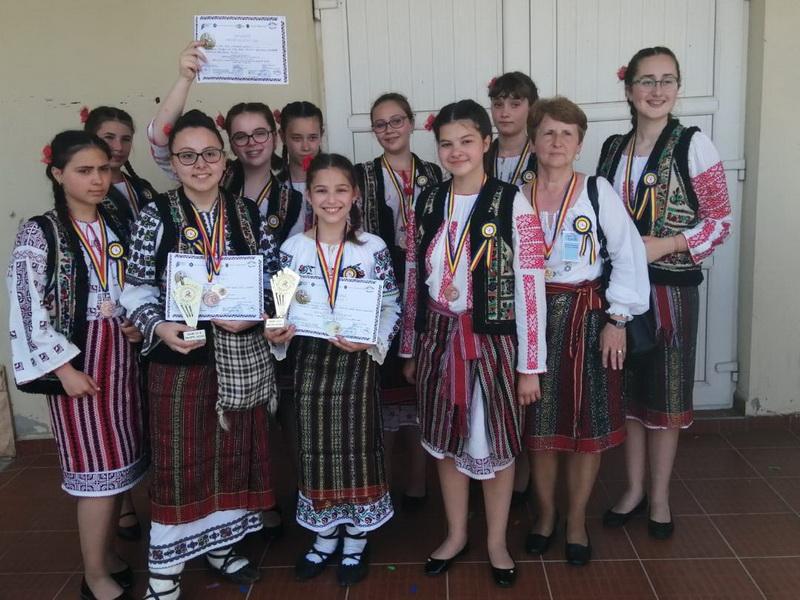 scoala 5 piatra neamt folclor 2019 (2)