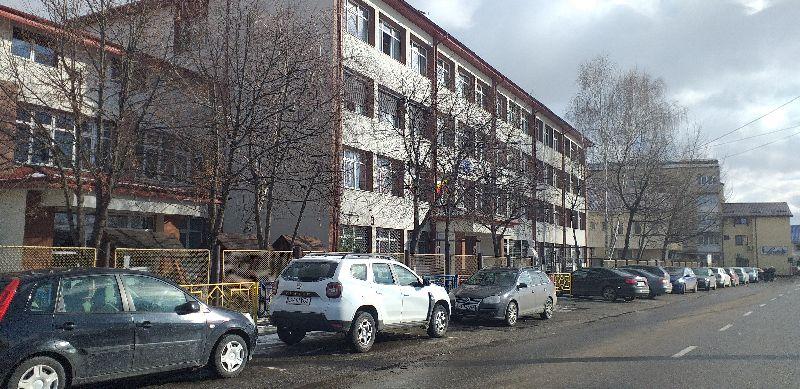 parcare-Liceu-Vasile-Conta.jpg