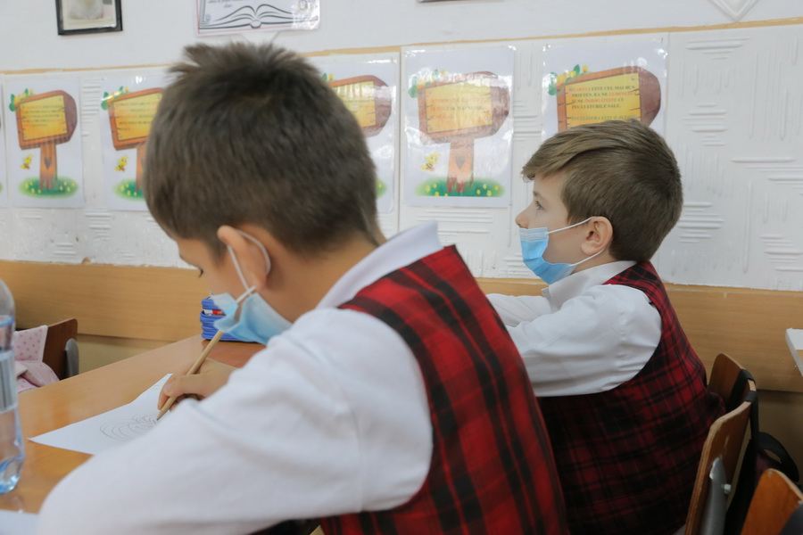 elevi-masti-medicale-1.jpg
