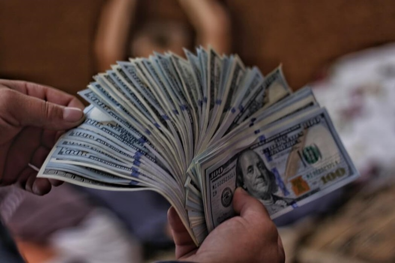 bani mari ușor