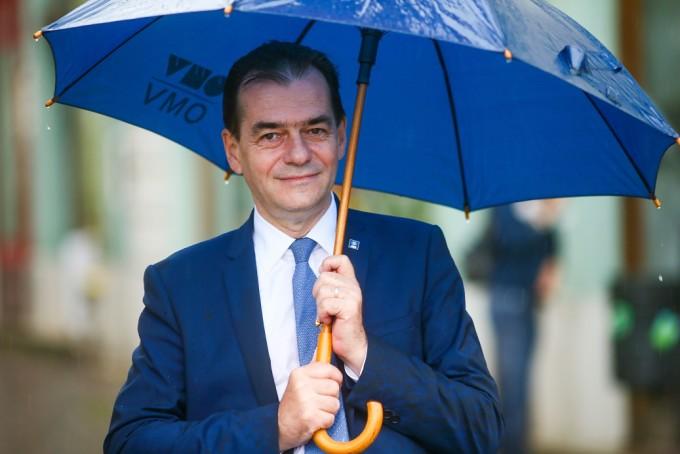 orban-cu-umbrela.jpg